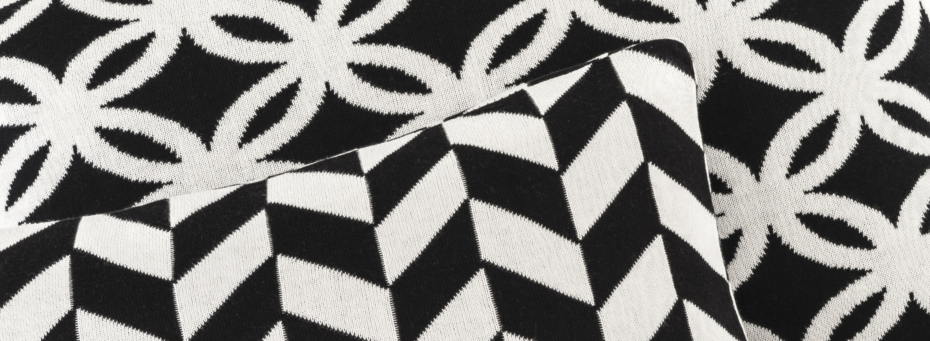 Wool pillow detail
